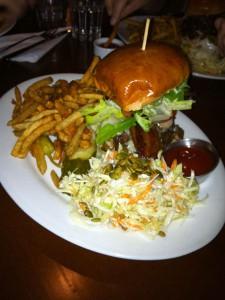 Burger im Alibi Room
