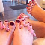 Frisch gelackte Füße