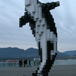 "Der ""Lego-Orca"" am Hafen"