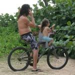 Surfnachwuchs mit Vater