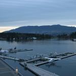 Wasserflugzeuge am Hafen